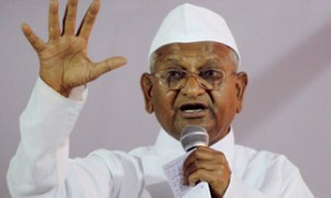 After PM, Anna supporters target Sharad Pawar